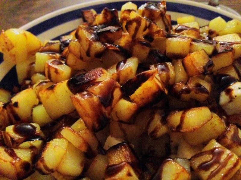 Balsamico-Creme-Kartoffeln auf Tomate-Mozarella